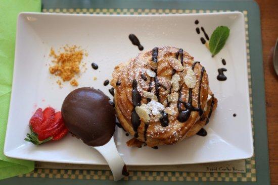 Trebes, Francia: My favourite - Paris Brest for dessert