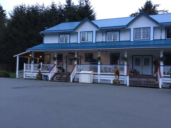 Sayward, Canada: Some pictures of the cabins and the new playground . Very nice cabins