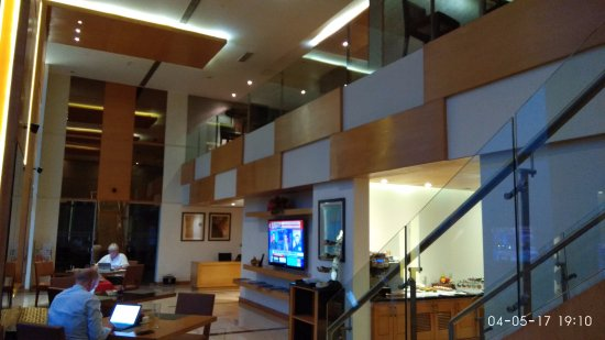 DoubleTree by Hilton Gurgaon-New Delhi NCR : Executive Lounge