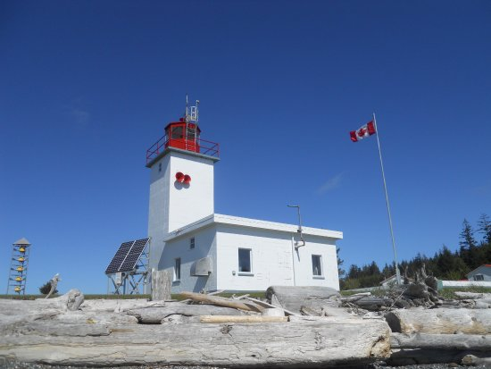 Malcolm Island, Canada: Driftwood and the lighthouse