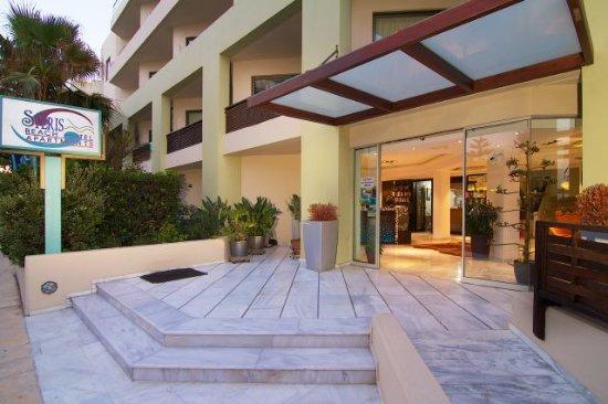 Steris Elegant Beach Hotel Apartment: hote lentrance