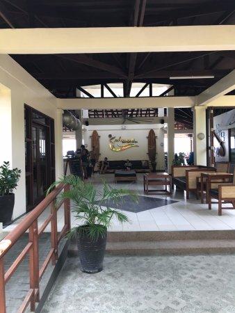 Kahuna Beach Resort and Spa: Reception Area