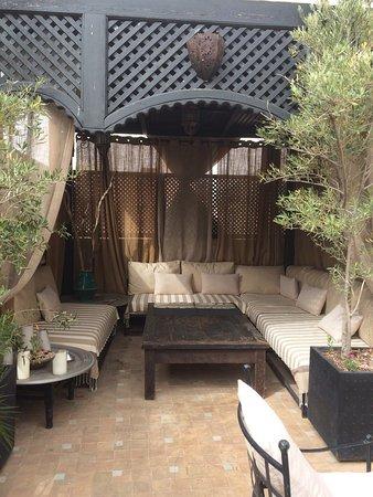 Riad Anjar: Oasis en la Medina Todo el personal encantadoras, siempre atentas y serviciales. Es desayuno imp