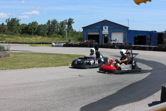 Innisfil, Canada: Drifting past the pits