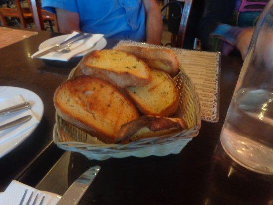 Cafe Bella Rosa: Garlic bread