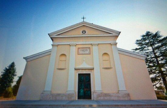 Sesto al Reghena, Italy: Facciata semplice e lineare !