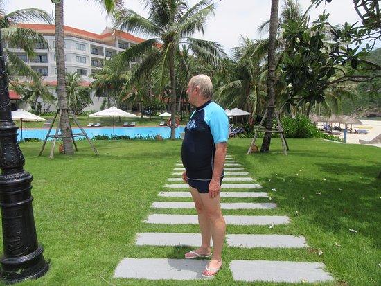 Vinpearl Luxury Nha Trang: Pool gardens