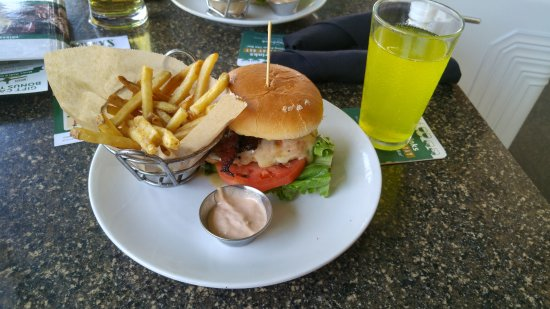 Duffy's Sports Grill: the grilled chicken hamburger we ordered