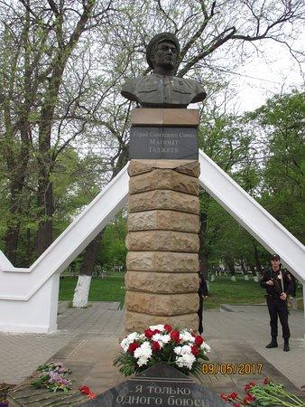 Makhachkala, Russia: 9 мая 2017 за памятником вход в парк им. Ленинского Комсомола
