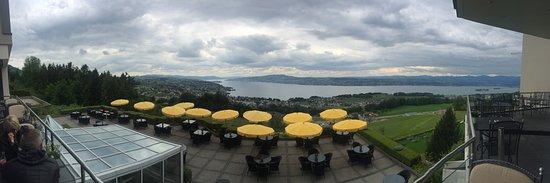 Feusisberg, Suiza: Zimmer wie Restaurantbereiche bieten grandiose Aussicht