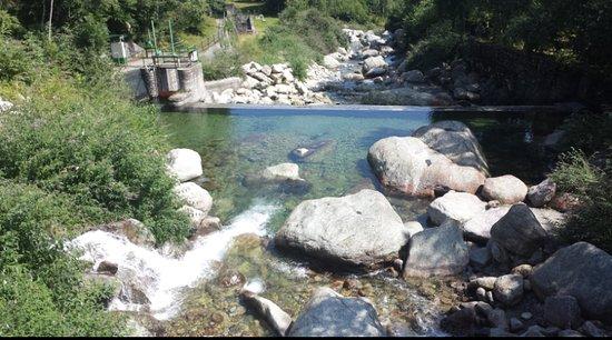 Coazze, Италия: il luogo offre anche la possibilità di fare escursioni lungo il fiume sangone