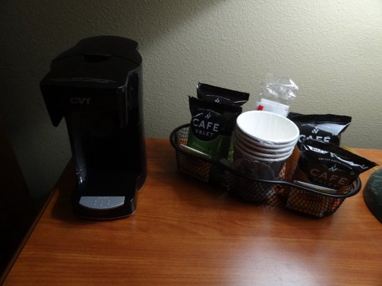 Quality Inn: coffemaker with a choice of tea and coffe in room