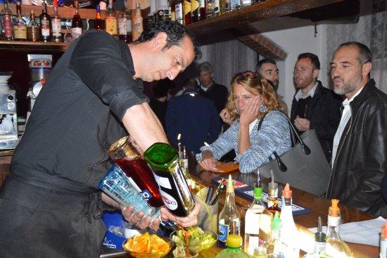 Pontassieve, Itália: super barman in azione
