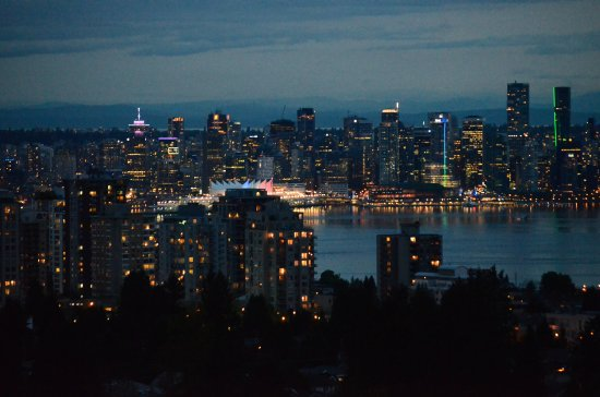 Crystal's View Vancouver Bed and Breakfast: You can see Vancouver's Downtown
