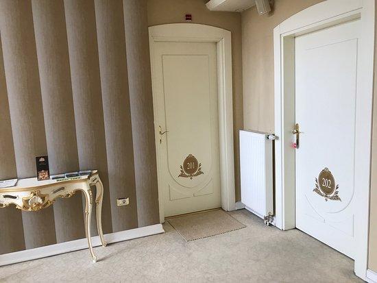 Hotel Villa Viktorija: Fotos do corredor do hotel e da festa de casamento que participamos