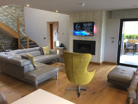 Lochside House Hotel & Spa: lounge and kitchen