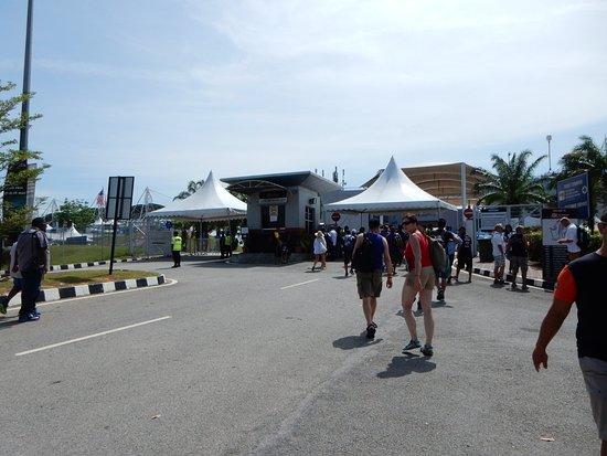 Sepang, Malaysia: サーキット出入り口