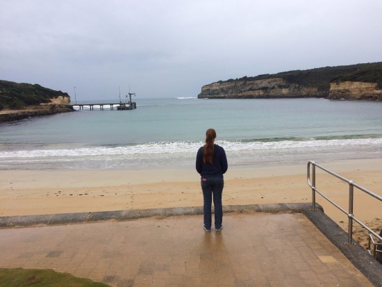 Port Campbell Hostel: View over Port Campbell Beach just a few hundred metres from the hostel.