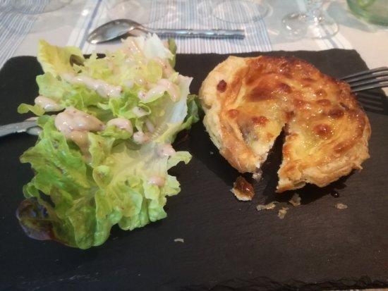 Marignane, Frankrig: Tartelette ajaccienne : aux figues, figatellu, mozzarella.