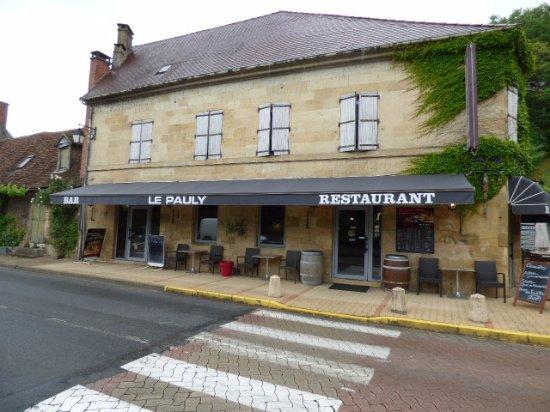 Cenac-et-Saint-Julien, Frankrike: la devanture