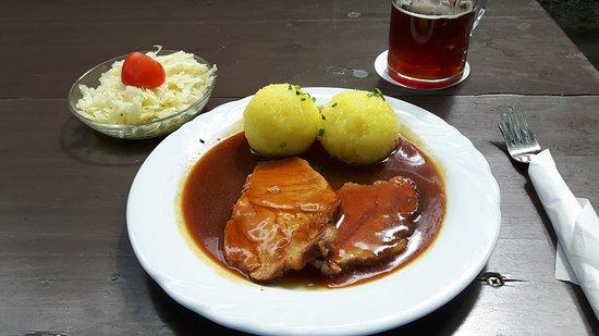 Fuerth, Tyskland: Schweinebraten mir Bier vom Fass