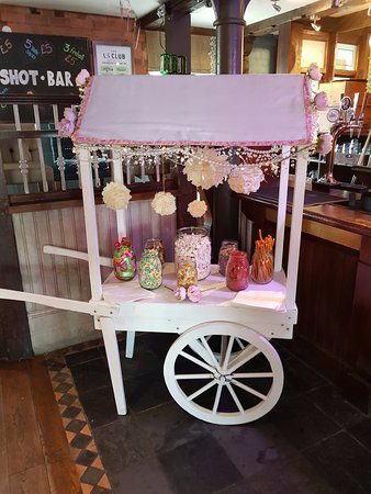 Leigh, UK: Candy Cart for the kids