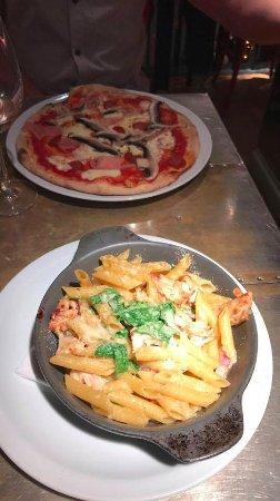 Surbiton, UK: Great pizza (pepperoni campagna) and oven-baked pasta (penne della casa)!