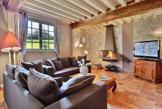 Les Champeaux, France: salon cottage Demoiselle - International TV