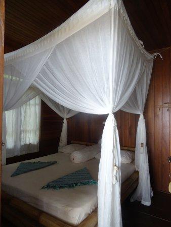 Pulisan, อินโดนีเซีย: Moustiquaires installées d'office ici HEUREUSEMENT