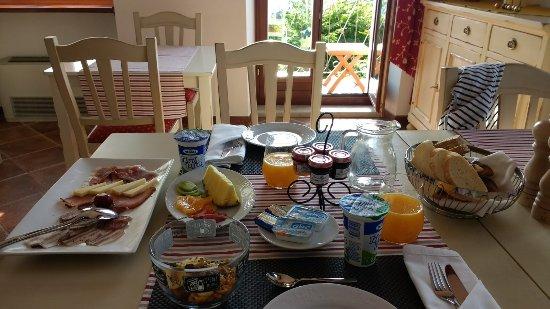 Oprtalj, Croatia: Breakfast room
