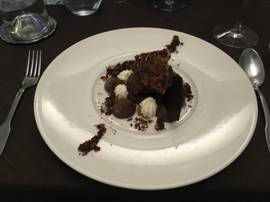 Flayosc, France: Chocolate and praline desert