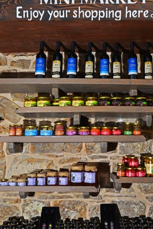 Maslinica, Croacia: Domestic products from the island ( Olives, honey, olive oil.. )