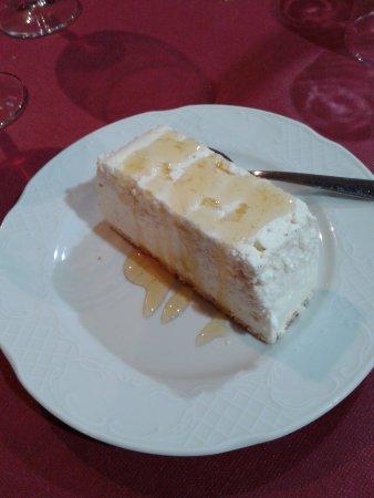Sanguesa, Espanha: tarta de requeson