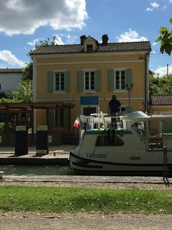 Marmande, France: De l'autre côté du canal