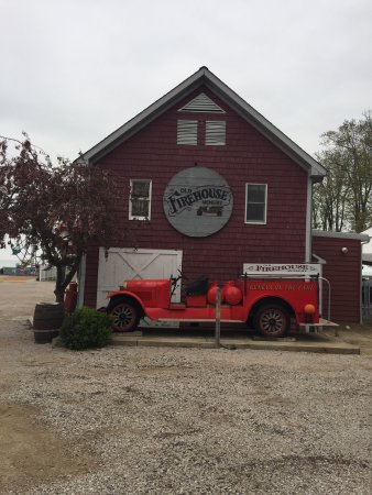Geneva on the Lake, OH: Old Firehouse Winery