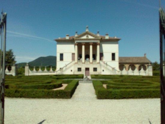 Giardino di Villa Emo: villa