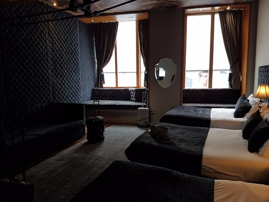 ruime kamer, grote badkamer & incl keuken - Picture of Signature ...