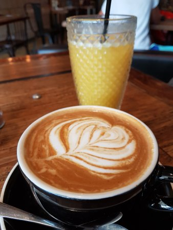 Thirroul, Australia: Coffee and fresh juice!