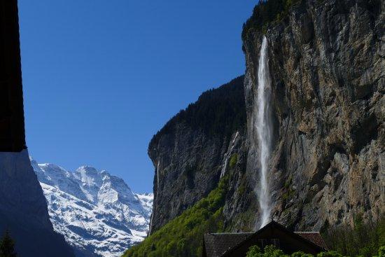 Lauterbrunnen Valley Waterfalls: Lauterbrunnen Valley