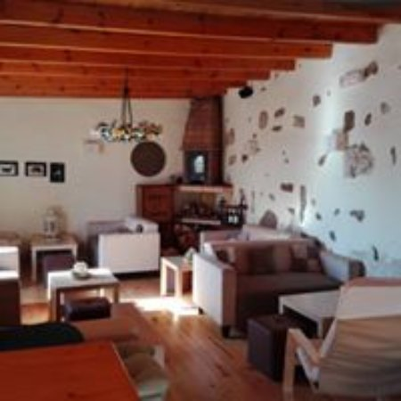 Guime, Spanje: Zona chill out con chimenea