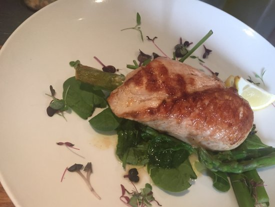 McVitty Grove Cafe & Restaurant: Chargrilled chicken breast