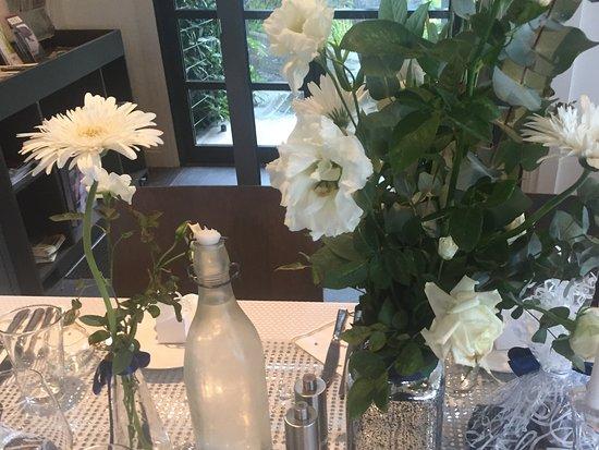 McVitty Grove Cafe & Restaurant: Wedding flowers
