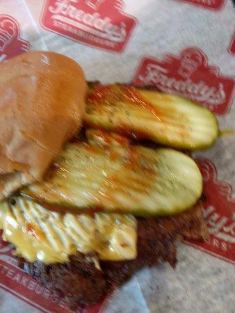 West Chester, بنسيلفانيا: single patty cheeseburger