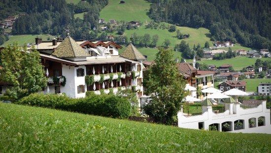 Hippach, Østerrike: Romantik Hotel mit Toskanagarten