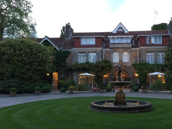 Longueville Manor: Front of hotel at dusk.