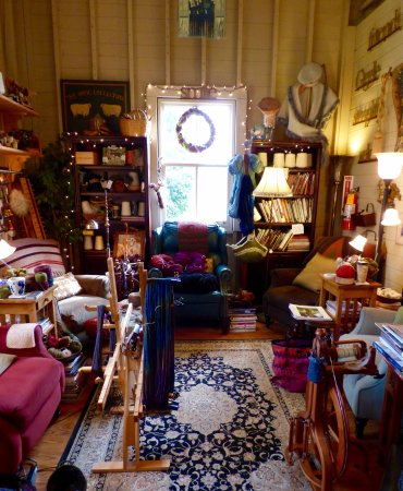 Port Gamble, Вашингтон: The cozy corner at the Artful Ewe.