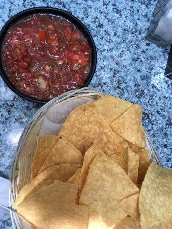 Old Town Mexican Cafe : Entrada com vinagrete bem picante