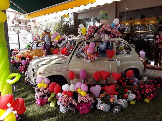 Augusta, Italië: Foto scattata in occasione della festa della mamma. Connubio perfetto del reparto floreale cone