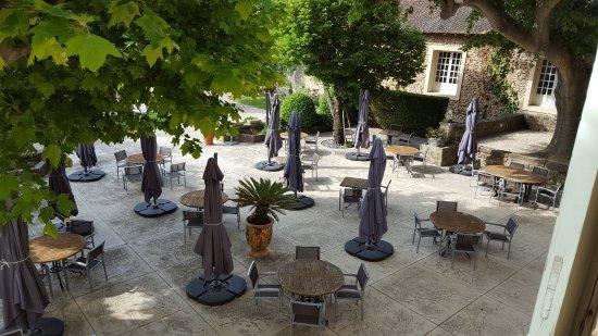 Serignan-du-Comtat, Prancis: Vue de la suite sur la terrasse