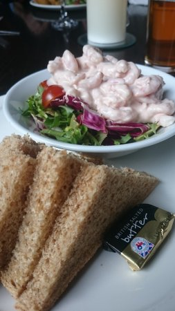 Corbie Inn: Yummy prawn cocktail,  cajun chicken salad and in house brewed real ale x